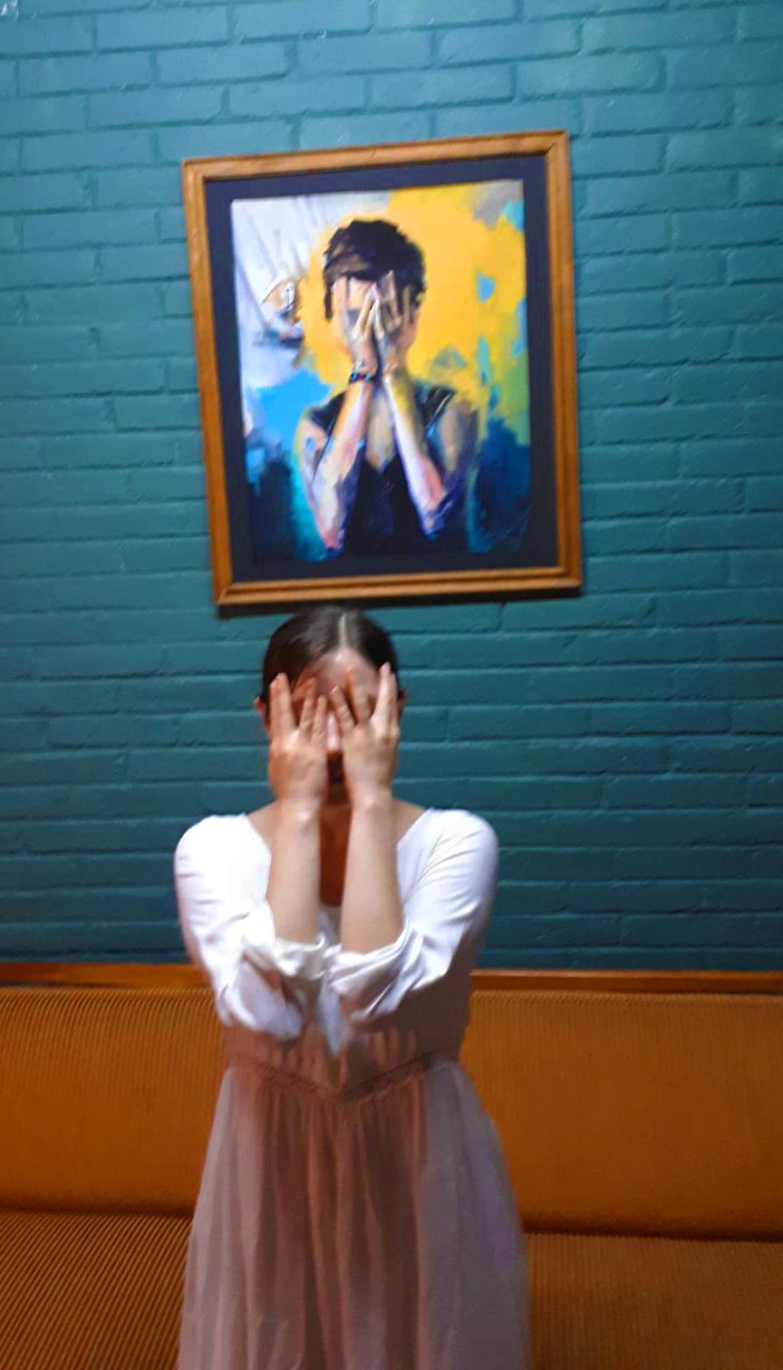 Soledad posando como su pintura. FOTO Luisa Ringo